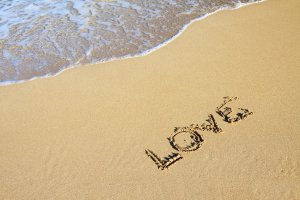 word_love_in_sand_187142